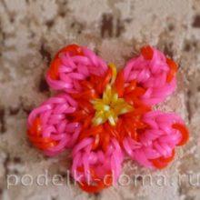 Брелок «Аленький цветочек» (плетение из резиночек)