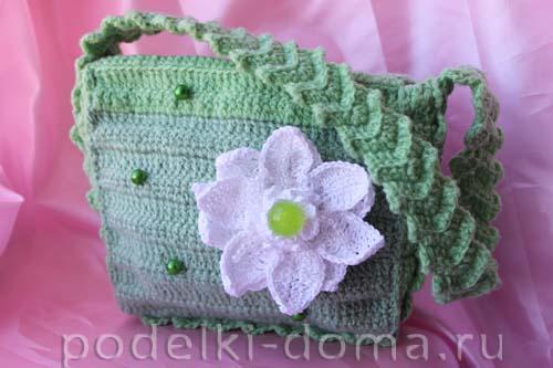 зеленая вязаная сумочка