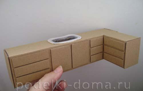 Диван из коробки для куклы 3