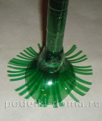 novogodnyaya podelka iz plastikovoy butylki elochka5