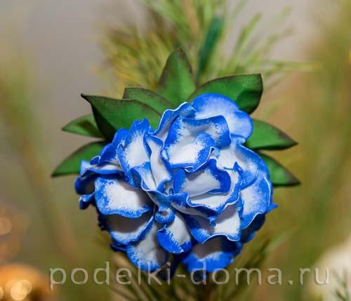 elochny shar cvetok iz foamirana01