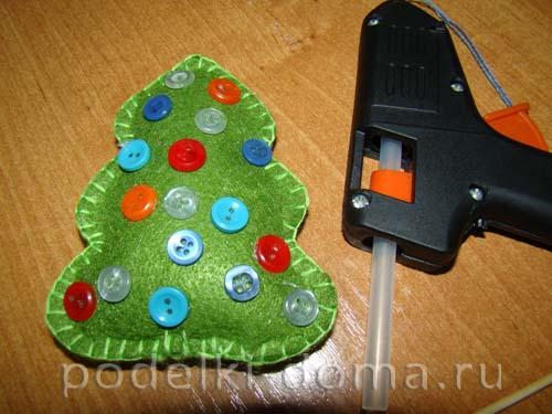 elochka-iz-fetra10 Новогодние елочные игрушки своими руками
