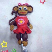 Ложечка с обезьянкой из полимерной глины