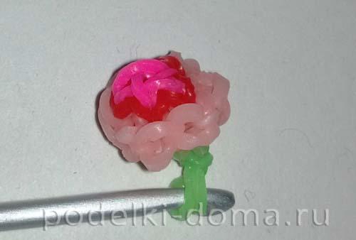 braslet iz rezinok s cvetochkami9