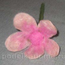 Необычный подарок: карандаш-цветок. Мастер-класс по валянию