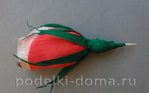 serdce iz konfetnyh cvetov19