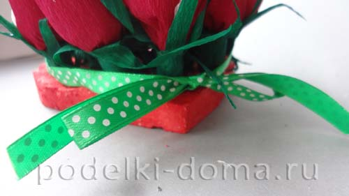 serdce iz konfetnyh cvetov23