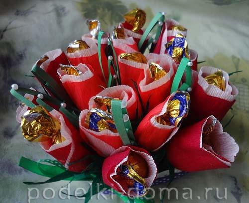 serdce iz konfetnyh cvetov32