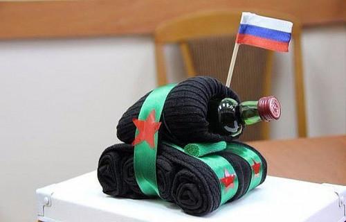 танк из бутылки и носков