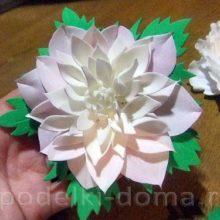 Брошь в виде цветка георгина из фоамирана
