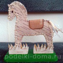 Лошадка из бересты