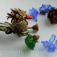 Поделка «Сорока» из сосновых шишек