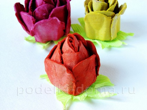 Розы из яичных лотков пошаговая инструкция