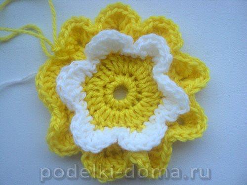 podushka cvetok vyazanaya08