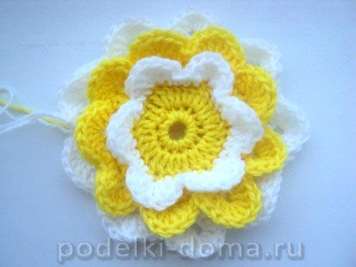 podushka cvetok vyazanaya10