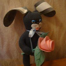 Серый заяц из перчатки с розой. Мастер-класс