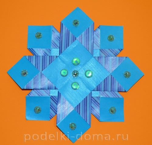 бумажная снежинка из квадратов12