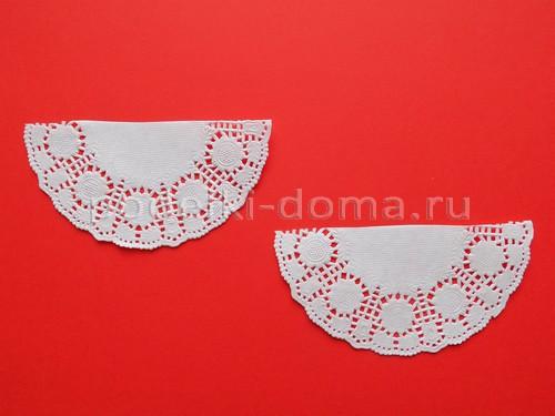 snezhinka-iz-salfetok-azhurnaya-04 Новогодние снежинки своими руками: шьём, вяжем, вышиваем, плетем из бисера!
