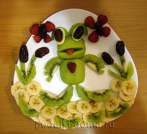 лягушонок из фруктов