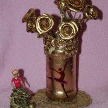 Ваза с цветами в день рождения куклы Барби
