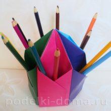 Карандашница из цветной бумаги