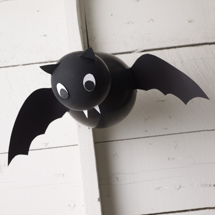 vampire-balloon-bat-halloween-craft-photo-420-FF1009HALLA20