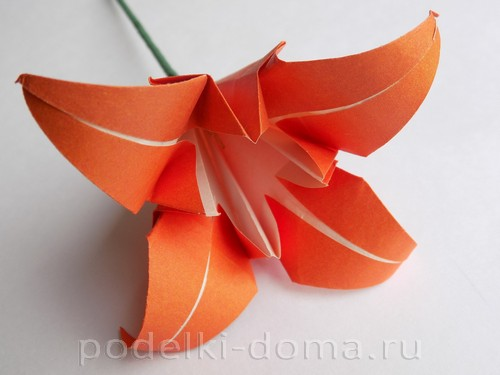 лилия из бумаги оригами 25