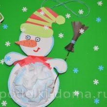 Новогодняя поделка из бумаги: елочная игрушка «Снеговик»