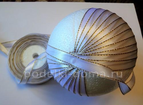 Елочный шарик из лент в технике канзаши - 4 варианта