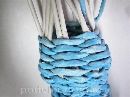 снегурочка из бумажных трубочек 8
