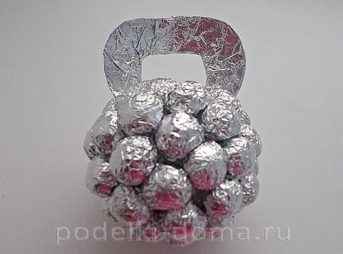 гиря из конфет 09