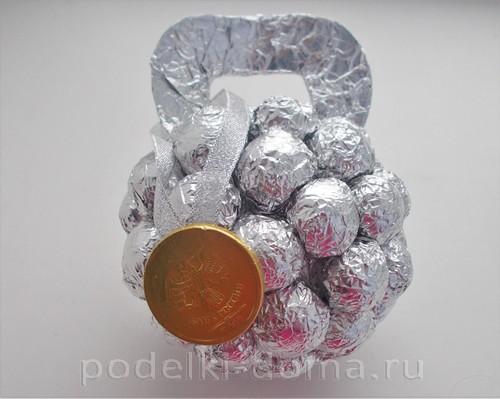 гиря из конфет 10