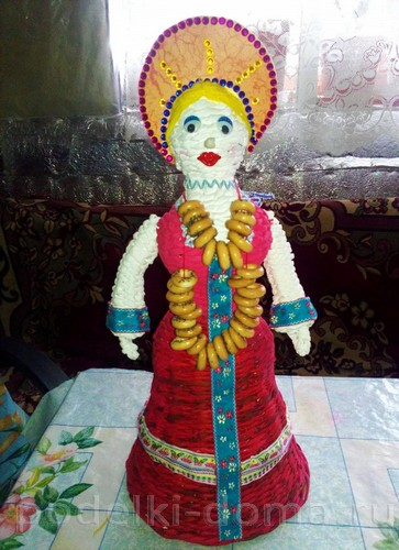 кукла масленица из газетных трубочек 01
