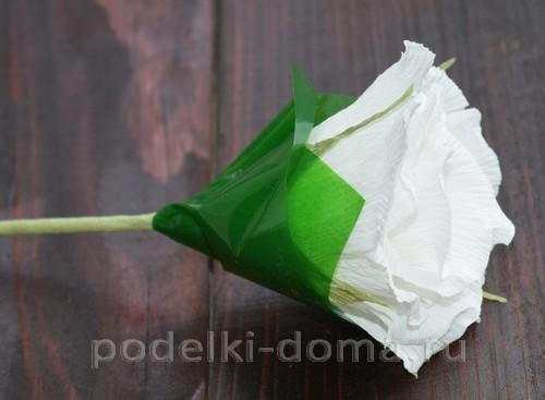 корзина роз из гофробумаги 31