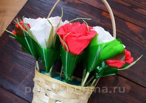 корзина роз из гофробумаги 38