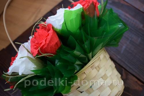 корзина роз из гофробумаги 44