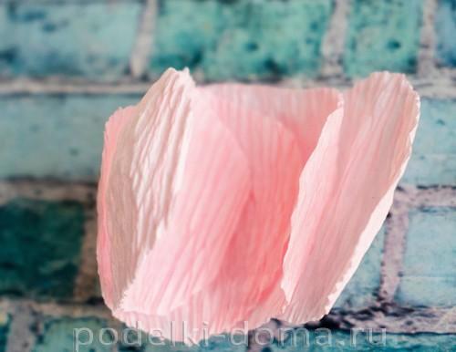 Роза из гофрированной бумаги своими руками за 10 минут
