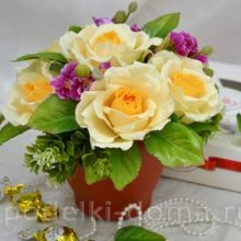 Букет чайных роз с конфетами