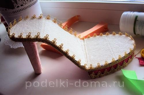 Изящный сладкий подарок: туфелька с конфетами