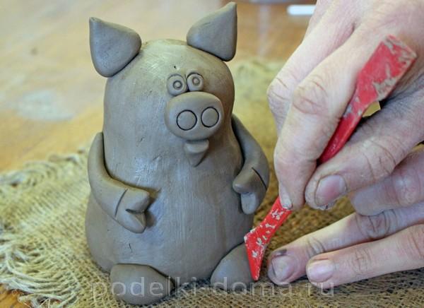 Глиняная свинья-копилка