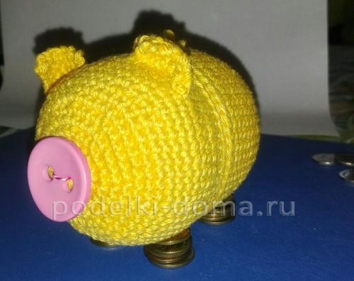Вязаная свинья-копилка
