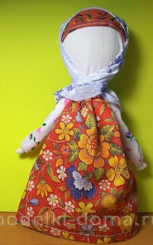 Куколка на ложке