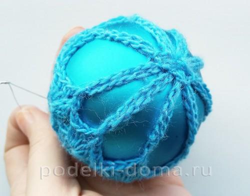 Ажурные елочные шарики, обвязанные крючком