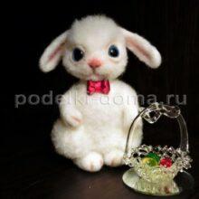 Валяная игрушка — зайчик на Пасху