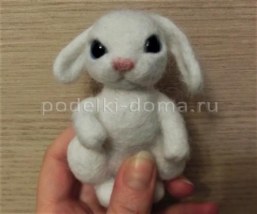 Валяная игрушка - зайчик на Пасху