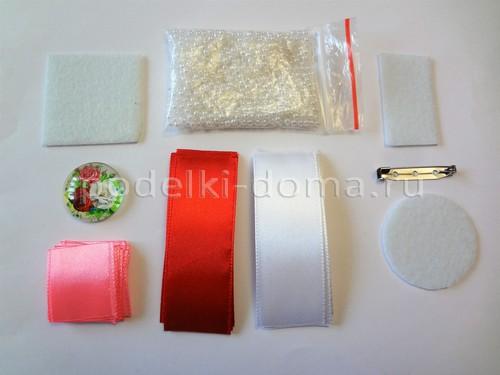 Бело-розовая брошь из лент
