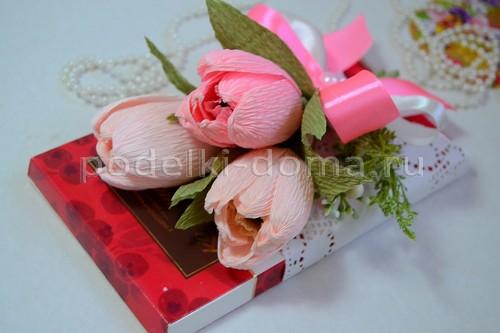 Сладкий букет с тюльпанами из гофрированной бумаги