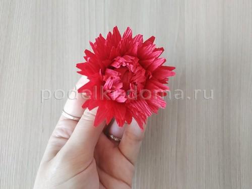 Цветок георгина из гофробумаги
