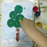 Аппликация с элементами рисования  «Новогодняя ёлочка и Зайчик»