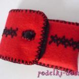 Красно-чёрный чехол для смартфона из фетра с вышивкой